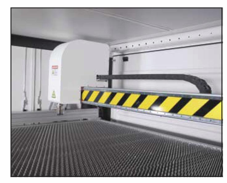 Фиброоптична машина за лазерно рязане на листов материал iSL Photonics Gladius 400