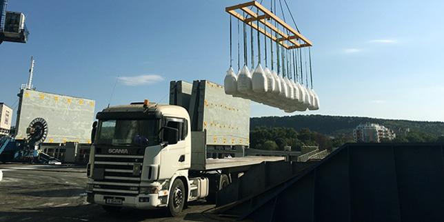 Богата гама оборудване за повдигане и преместване на товари от BLESTE SIA Port Equipment