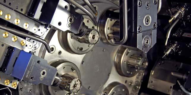 Роботизирано обслужване на металорежещи машини