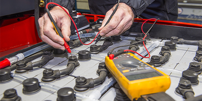 Поддръжка на акумулатори за електрокари