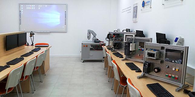 ЕХНАТОН БЪЛГАРИЯ изгради две нови учебни лаборатории по роботика и автоматика
