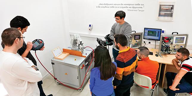Ехнатон – надежден партньор на българското образование