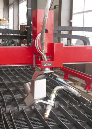 Фирма Ред Стиил разполага с нова конструкция глава  за наклонено плазмено рязане